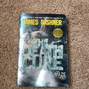 Other - The death cure by James Dashner paperback book